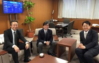 経済産業省 関政務官と、中企庁小規模企業振興課 桜町課長 3人で小規模企業施策についての打ち合わせ